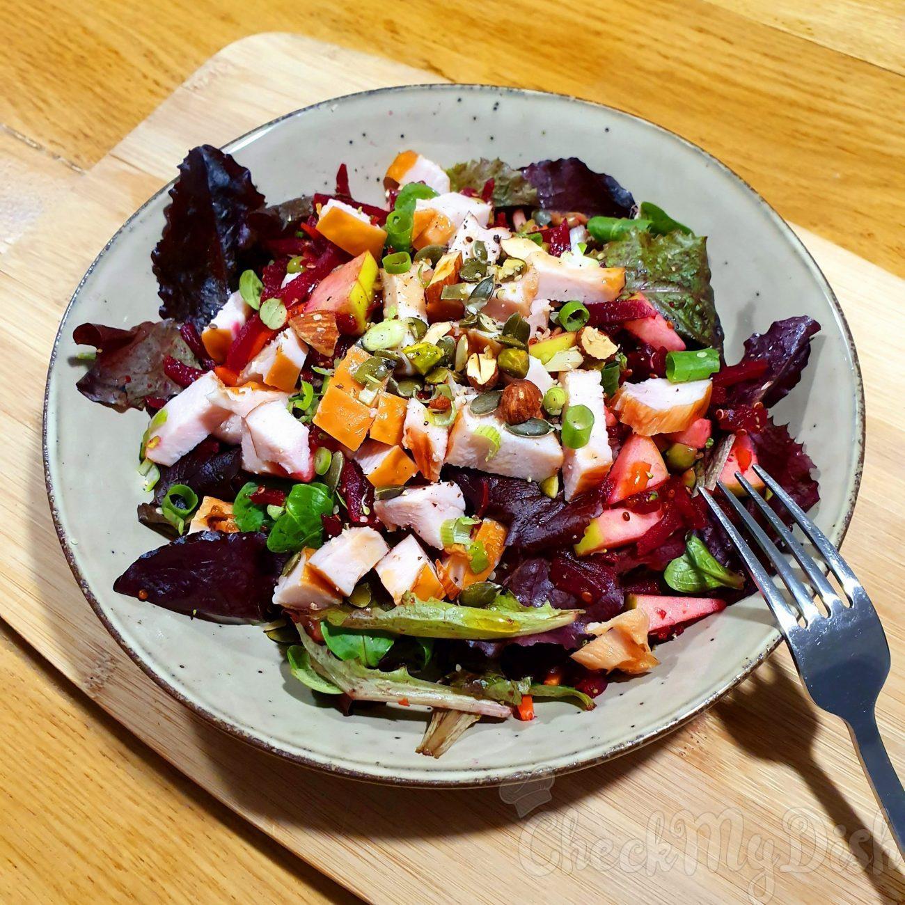 Rode bietjes salade met gerookte kip